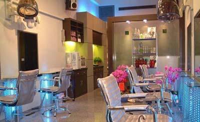 剪发区域 美发店器材效果图 发廊洗头区 美发店空间展示 发廊装修欣赏