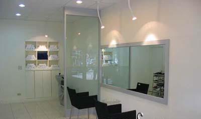 剪发区域 美发店器材效果图 发廊洗头区 美发店空间展示 发廊装修欣