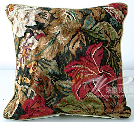手工刺绣的民族花纹图案是东欧风潮的代表