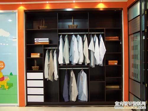 卧室透明玻璃衣柜