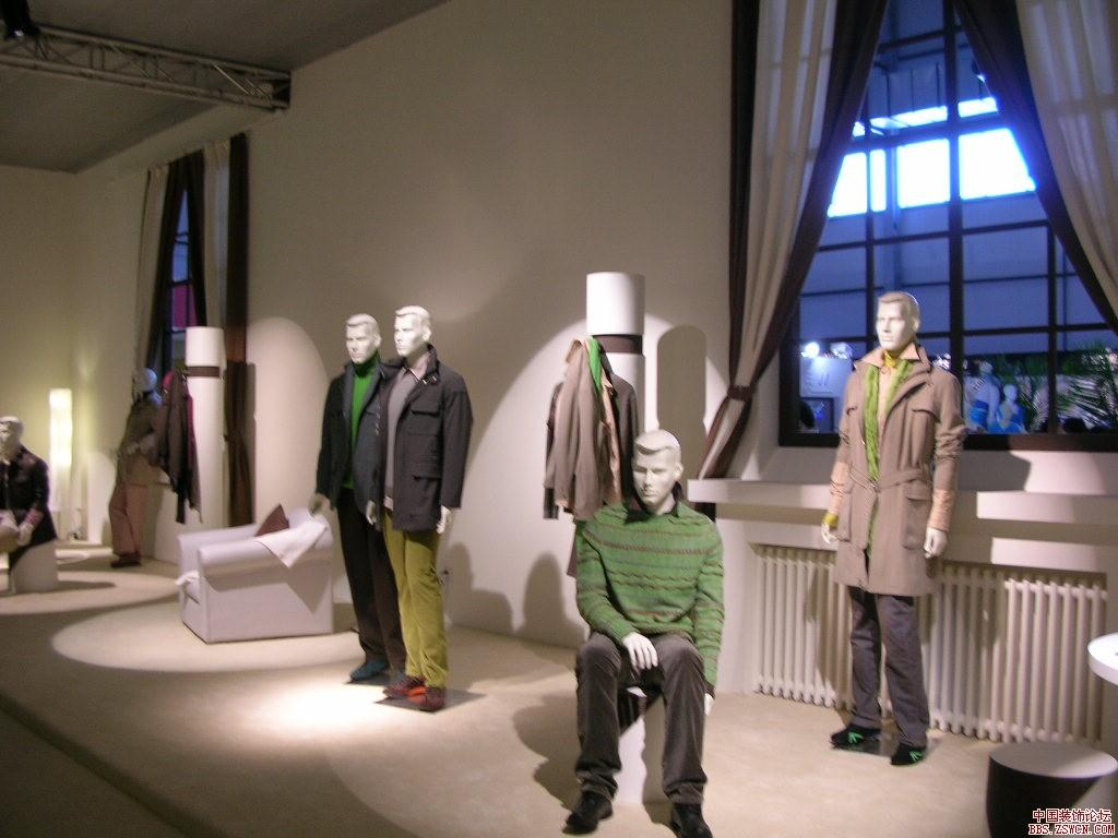 [展厅设计] 服装纺织类展示设计效果图欣赏